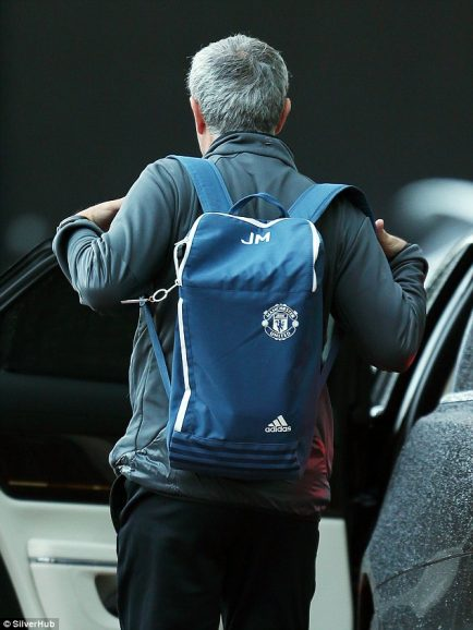 Mourinho_carried_a_blue_backpack